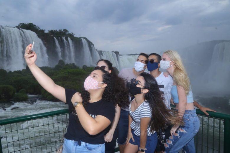turistas-cataratas-foz