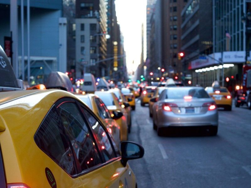 carros-cidade-andando