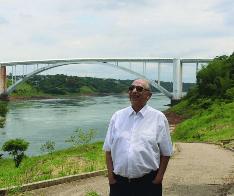 Sergio Lobato na Ponte da Amizade em Foz do Iguaçu.