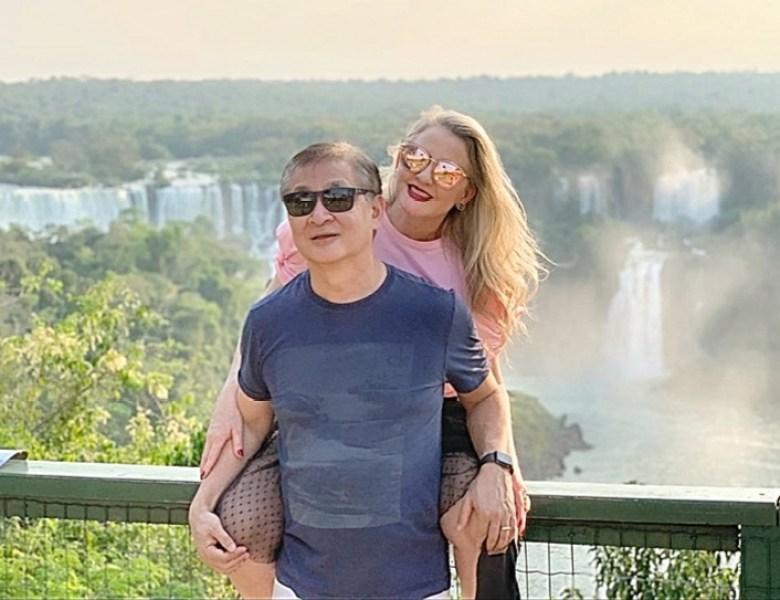 Casal nas Cataratas do Iguacu no dia dos namorados