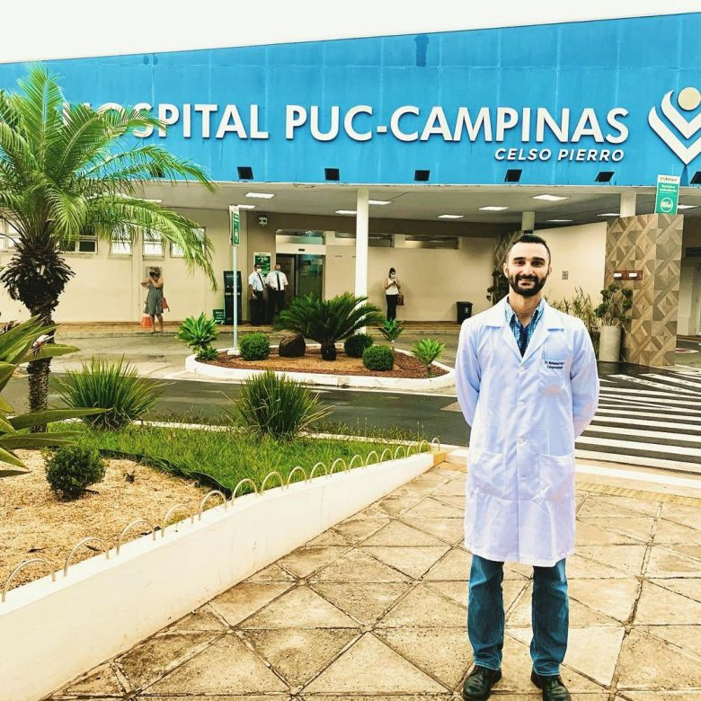 Novo colunista Dr. Hijazi em frente ao Hospital Puc Campinas