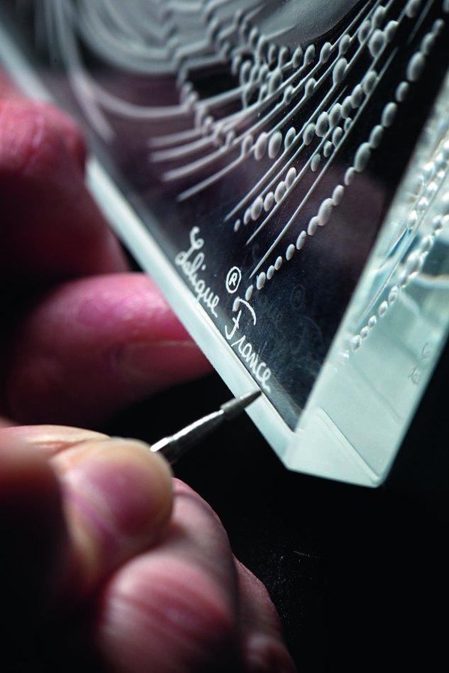 19. Signature Lalique