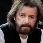 Ronnie Dunn Surprises CMA Music Festival Fans with Night Time Roof Top Performance and Flash Mob