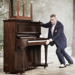 Hugh Laurie to Hit Road for U.S. Tour in October