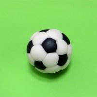 Футбольный мяч из пластилина