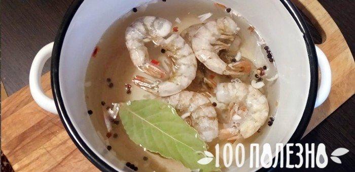 Shrimps boleh esok dalam periuk yang perlahan, bakar dalam aerogrile, masak dalam periuk tekanan, goreng dalam bijirin atau mendidih di bir. Makanan laut sentiasa berguna, jadi anda boleh mencipta pelbagai cara untuk menyediakan udang dan memberi makan kepada mereka dengan sos yang indah.