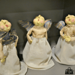 figurines of three singing angels