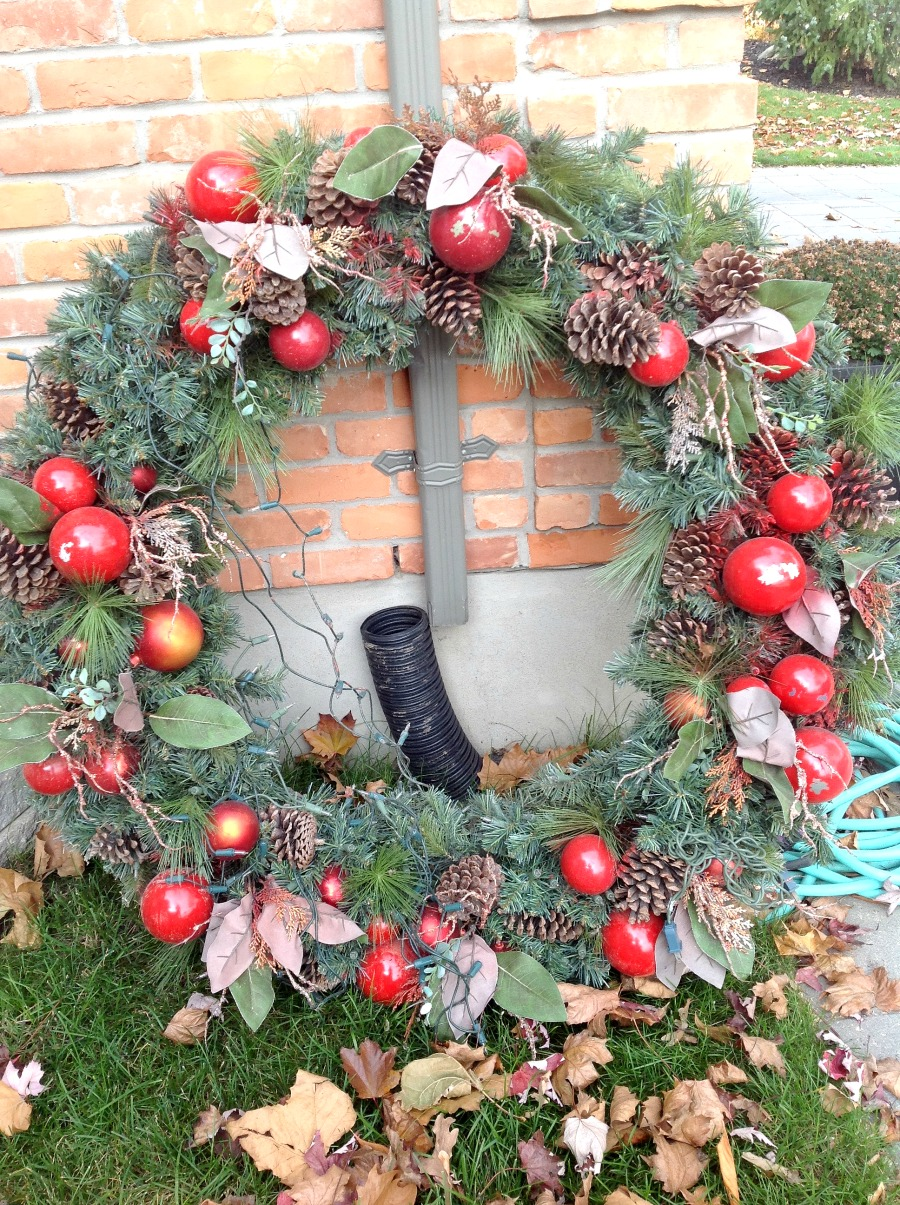 wreath makeover, repairing your wreath, Christmas wreath fix, updating your wreath