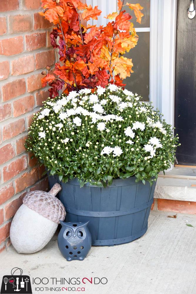 Fall front porch, decorating your porch for fall, Autumn decor, Autumn porch