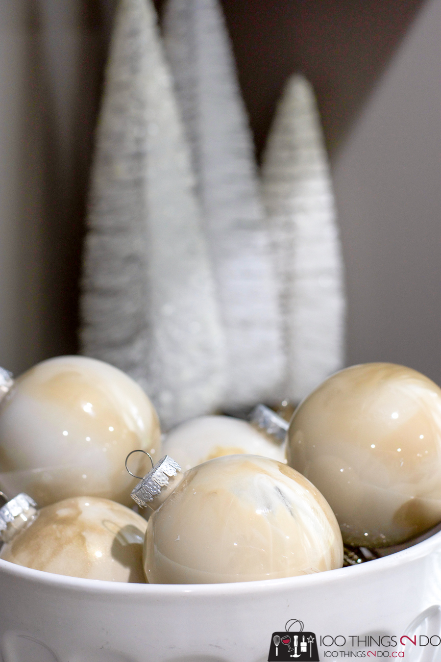 Easy marbled ornaments, painted ornaments, painting ornaments, marbled ornaments, how to marble ornaments