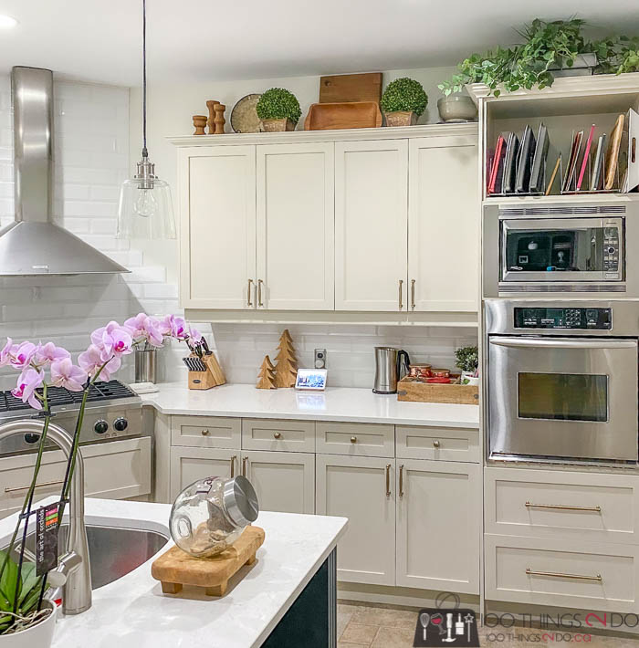 Styling above kitchen cabinets, what to put above kitchen cupboards