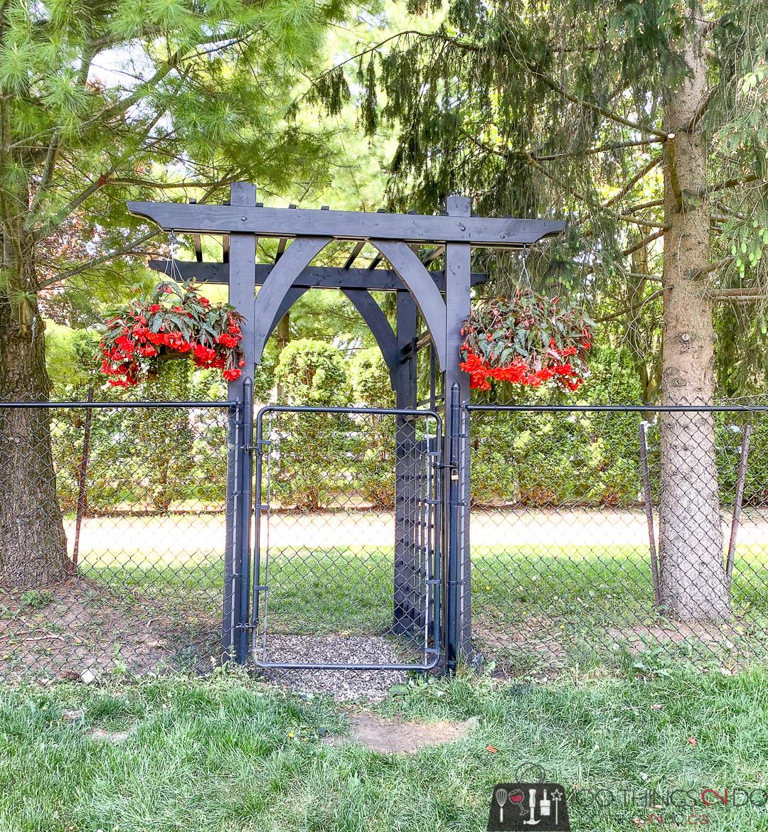 DIY garden arbour, DIY garden arbor, black arbor, black arbour