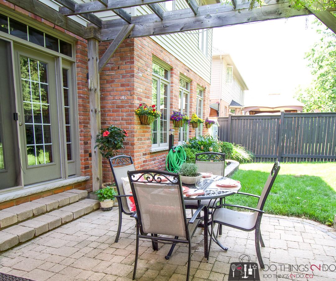 Backyard oasis, outdoor sitting area, patio decor