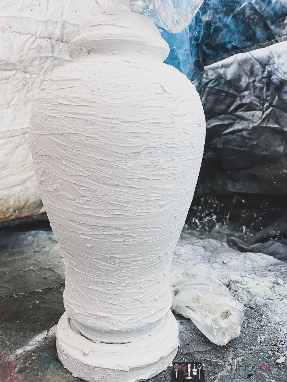 applying spackle to a lamp
