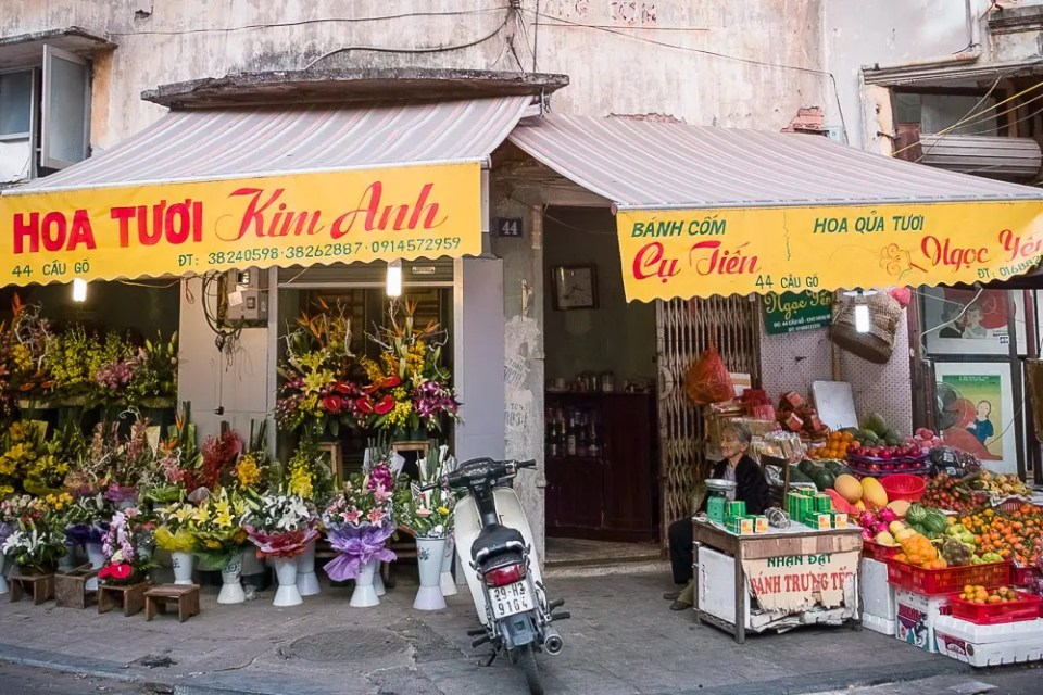 Fruits and flowers shop