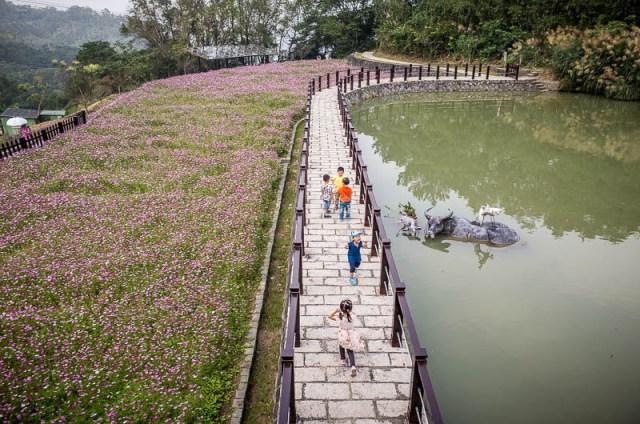 Children playing, Maokong Mountain