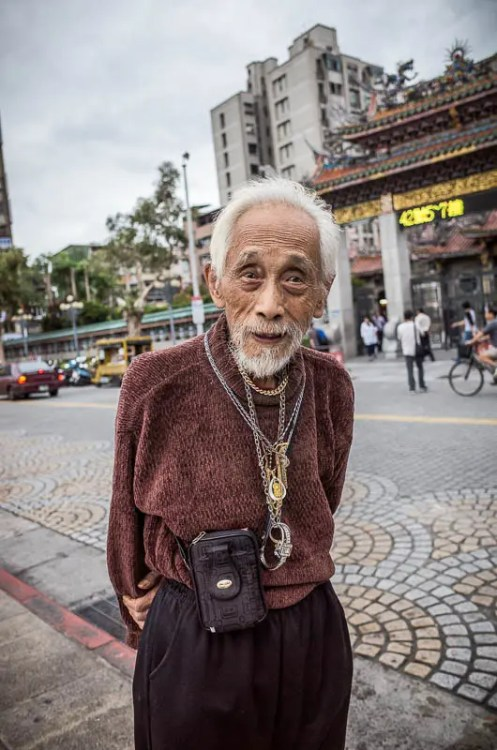 Taipei street photography: stylish old man