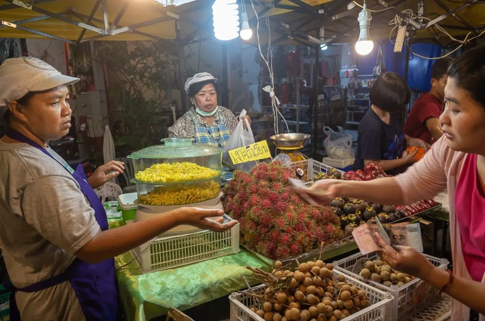 Rambutan, longan and other fruits