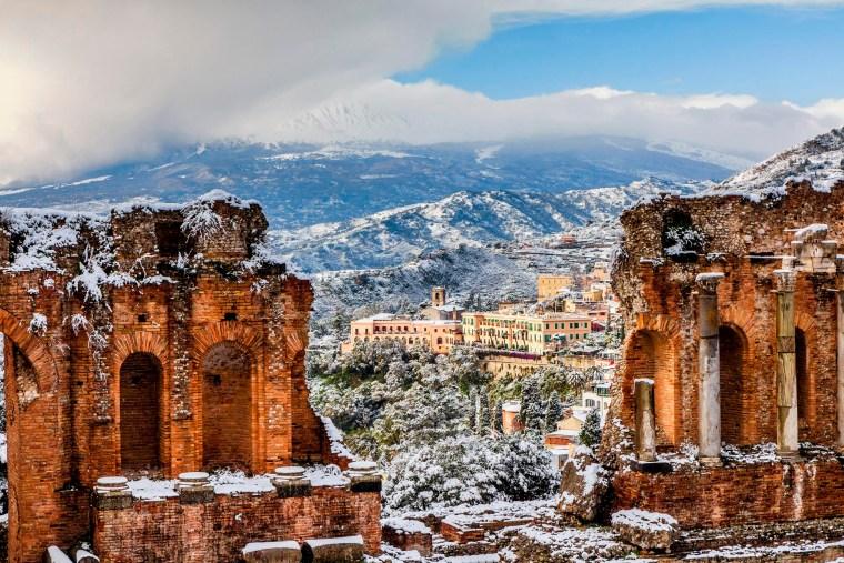 Neve sul Teatro Greco di Taormina