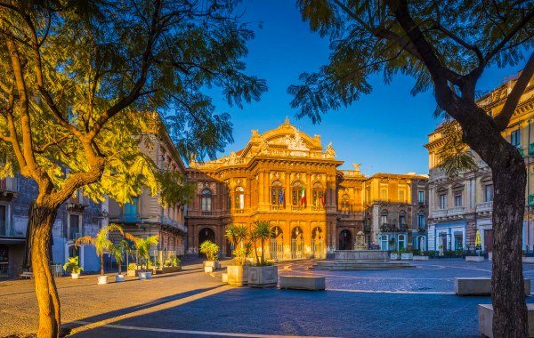 Catania piazza Teatro Massimo