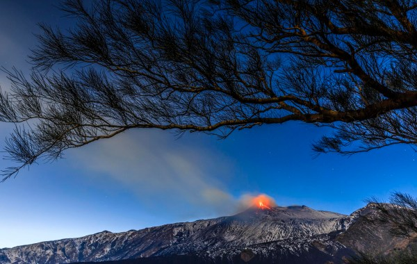 Eruzione dal cratere di sud est