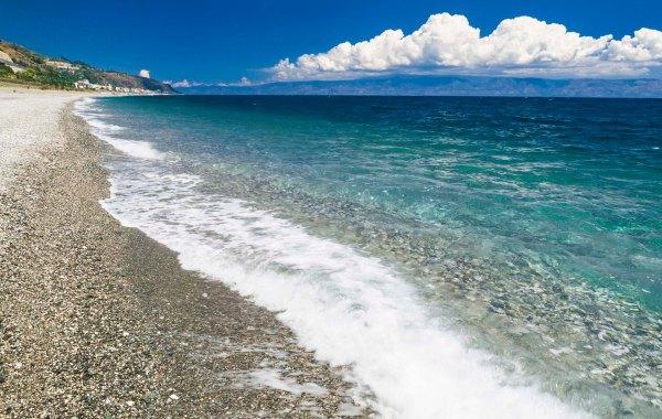 Spiaggia Capo Alì di Alì Terme, Messina