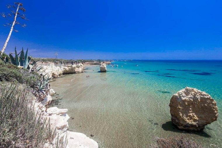 La scogliera e le spiagge di Punta Cirica