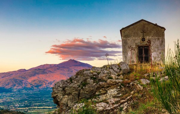 Chiesetta rupestre di Roccella Valdemone