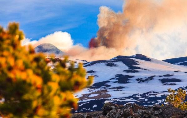 Etna, eruzione dai crateri sommitali