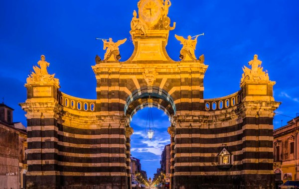 Catania porta Ferdinandea intitolata porta Garibaldi