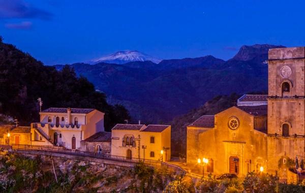 Monti Peloritani, il borgo di Savoca con vista Etna
