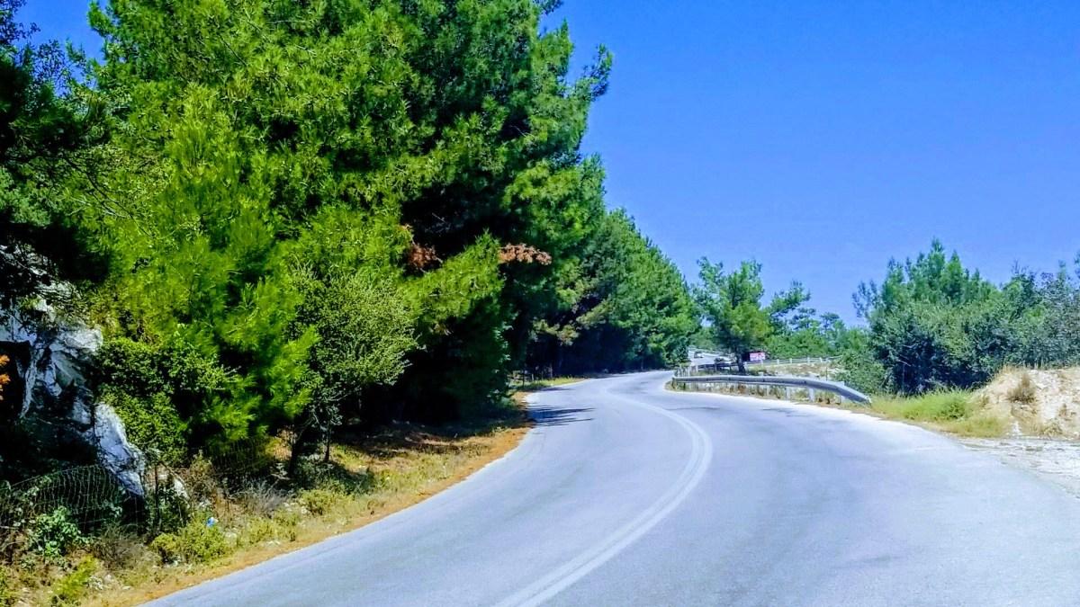 Adanın etrafını dolaşan yol