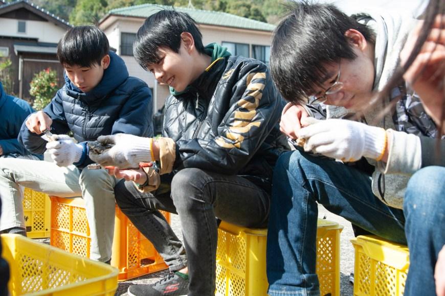 漁業体験(牡蠣打ち)