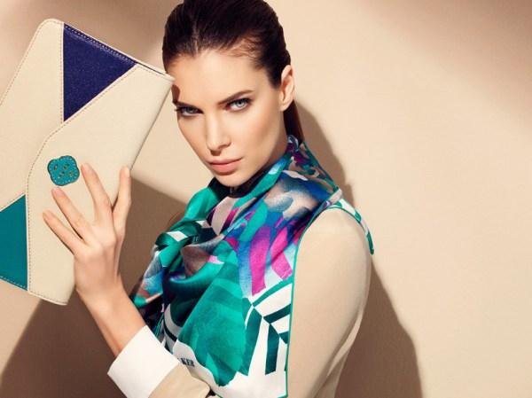 Как красиво завязать шелковый шарф или платок на шее ...