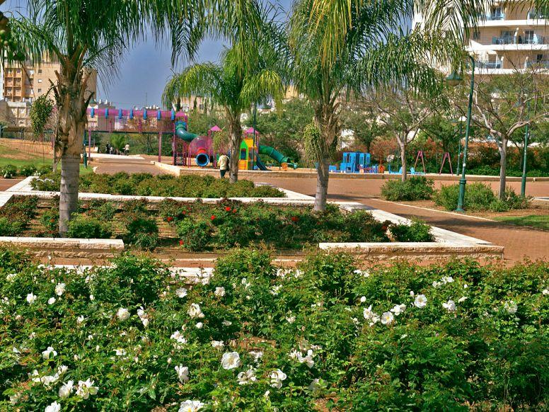 1280px-PikiWiki_Israel_16189_ Kiryat Gat