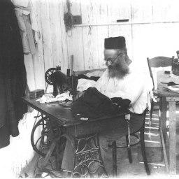 Bnei_Brak._Zvi_Oron-Orushkes._1925-1928_(id.14457100)