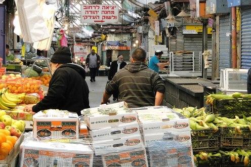1280px-Early-Morning_Scene_in_Mahane_Yehuda_Market_-_Jerusalem_-_Israel_(5676607844)