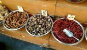 Cinnamon_sticks,_dried_Shiitake_mushrooms_and_dried_red_hot_peppers