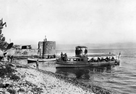 German_transport_boats_carrying_German_officers_arrive_on_the_southern_side_of_the_town_of_Tiberias._P03093.021