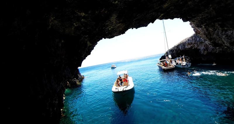 Una Cueva De Aguas Verdes En Una Isla Demasiado Bonita Isla Vis Croacia 101 Lugares Increbles