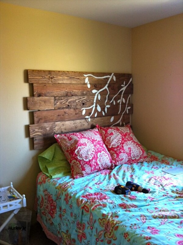 27 DIY Pallet Headboard Ideas 101 Pallets