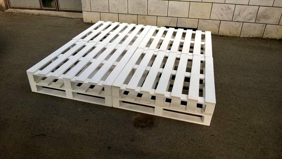 White Painted Bed Made Out Of 8 Pallets 101 Pallets