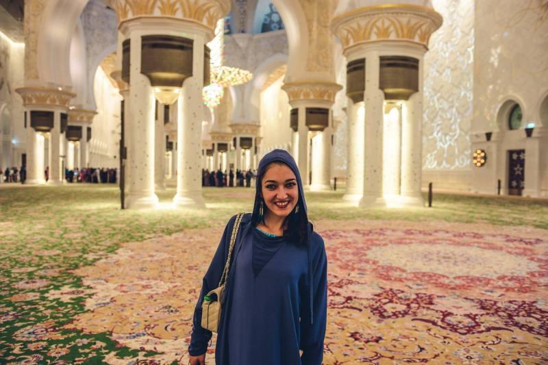 Меги и огромният килим в джамията Sheikh Zayed, Абу Даби