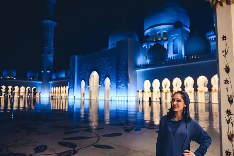 Джамията Sheikh Zayed, Абу Даби през нощта
