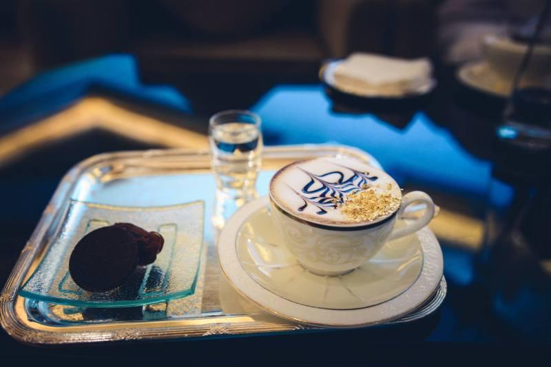 Златно капучино в хотел Emirates Palace, Абу Даби