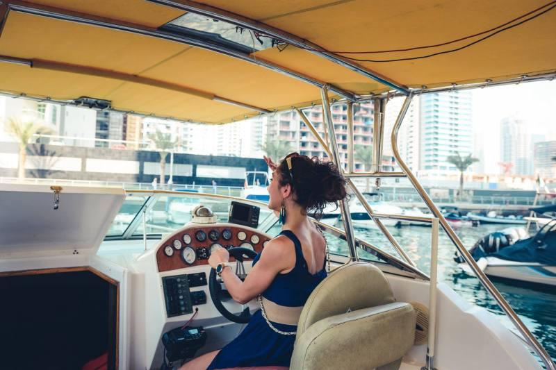 Разходка с яхта из яхтеното пристанище на Дубай