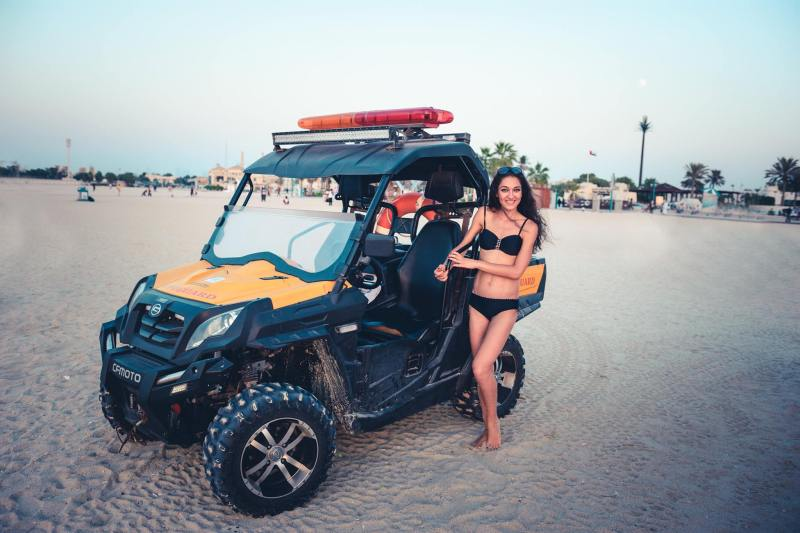 Полицейското бъги на плажа Jumeirah Public Beach, Дубай
