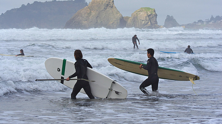moonstone-beach-surfers
