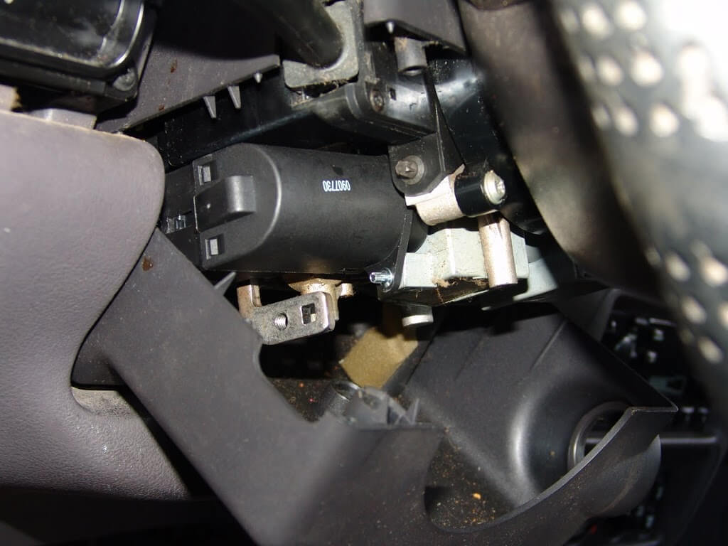 Sparkys Answers 1996 Dodge Intrepid Blower And Power Windows Inop 96 Fuse Box Next I Removed The Screws Attaching Lower Cover To Steering Column Assembly Pull Off Of