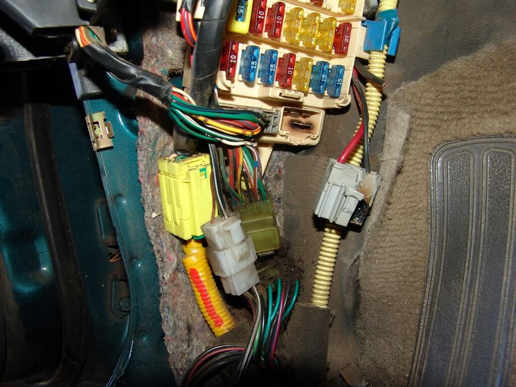 i did luckily notice some heat damage on a connector at the lower right  corner of the fuse box